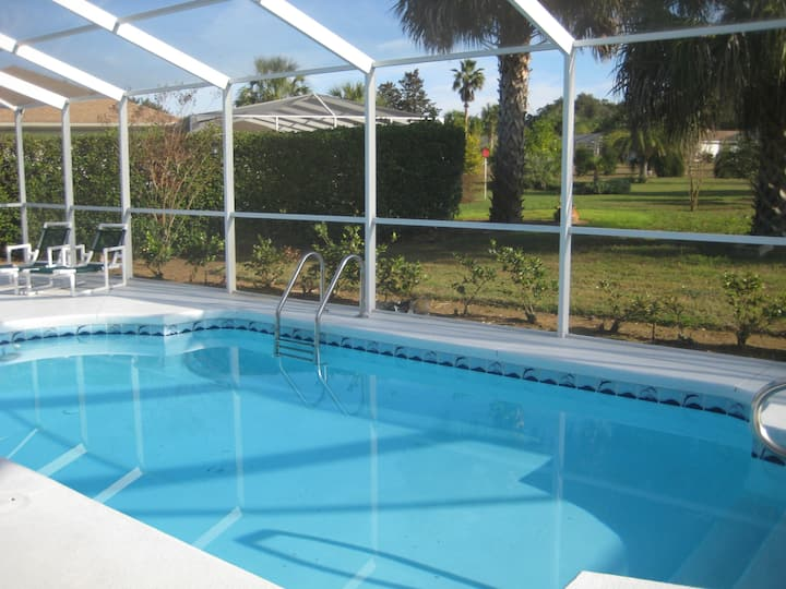 Great vacation home with a pool at Golf course
