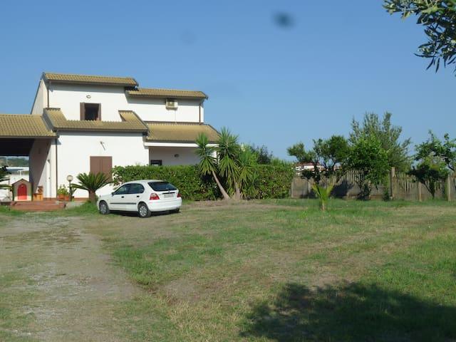Villetta zona Tropea 100 m dal mare - Briatico - Villa