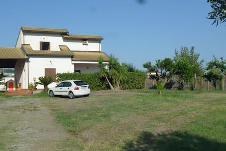 Villetta zona Tropea 100 m dal mare - Briatico