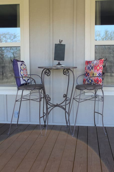 Side of porch table & chairs