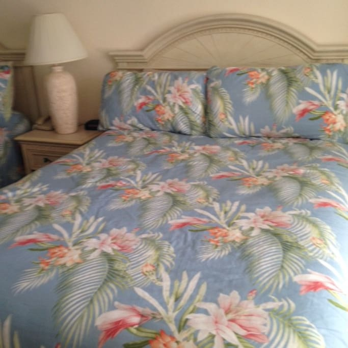 Two (2) queensize beds w/Tommy Bahama linen