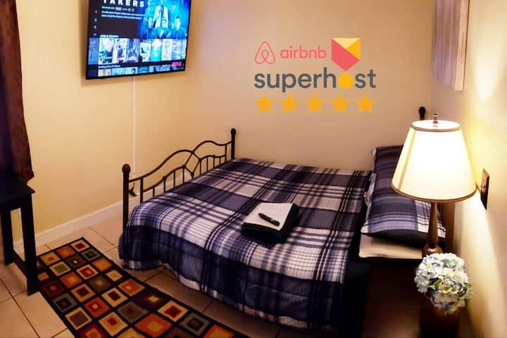 """A Private Room w/ 55"""" TV/Netflix Near Everything"""