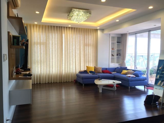 Well-interior Spacious, Clean and Nice view APT! - Ho Chi Minh City - Lägenhet