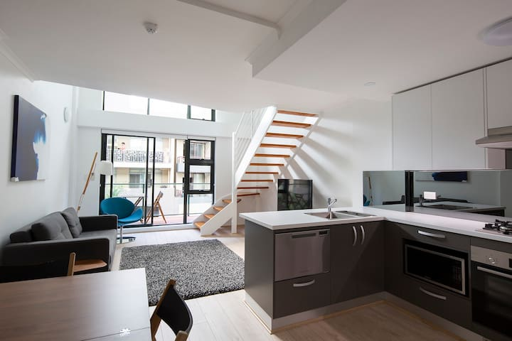 Loft Apartment in Surry Hills !