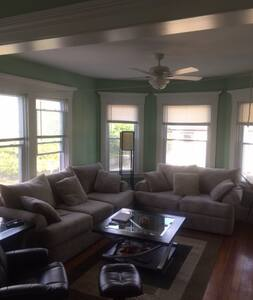 New Bedford MA Bedroom in Very Spacious/Clean Apt!