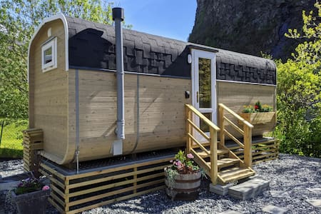 ★ Tiny house with patio, self check-in and pickup service ★