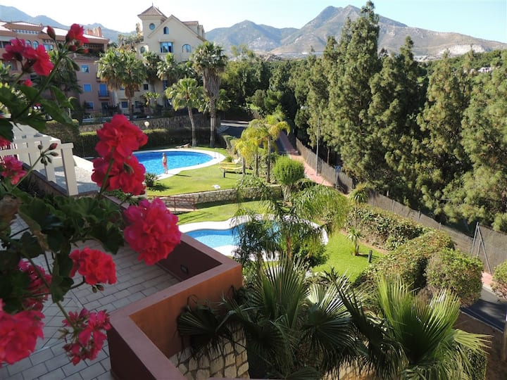 Gorgeous apt,aircon, pools,gardens,wifi, pkg.