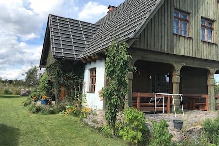 Dom Kaszubski, wśród jezior i lasów