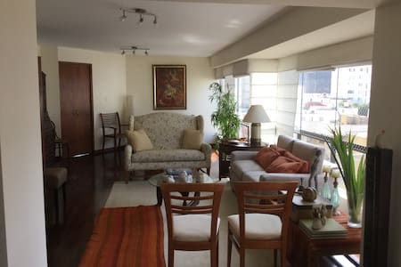 Sunny & Homey Room in Miraflores - Lima