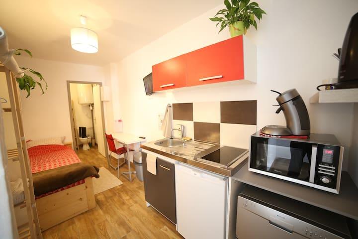 Confortable studio en maison, gare/centre-ville