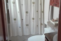 private big and modern bathroom whith hot water