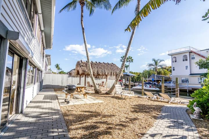 Sunlight Apartment on the Water in the heart of FMB - Sleeps 6
