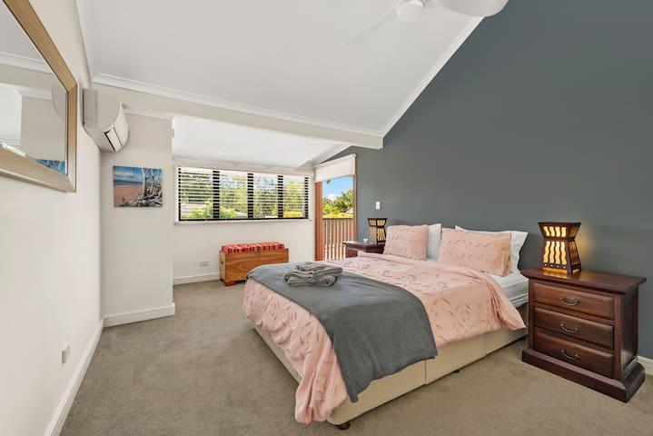 Main Bed (upstairs)