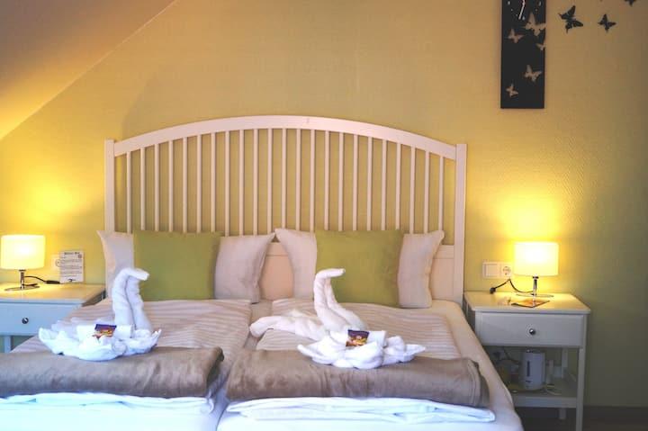 Ruhiges Doppelzimmer mit WLan und Frühstück
