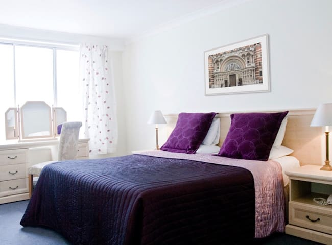 PERFECT LOCATION BIG ONE BEDROOM FLAT IN MAYFAIR