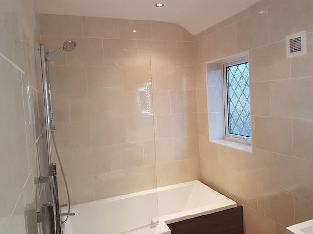 A spacious double room in London - Dagenham - Other