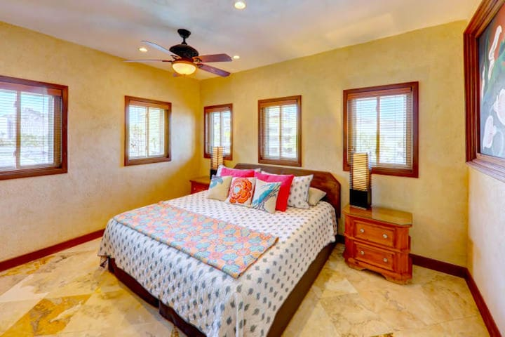 Comfiest King! Crash at the end of long Cabo day in complete comfort   The entire unit is professionally and thoroughly cleaned between guests. Everything from the bedspread, sheets, towels, pillows etc are changed and/or thoroughly cleaned!