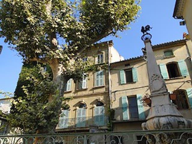 """T3 au centre village provencal """"les Alpilles"""" - Eyguières - Apartamento"""