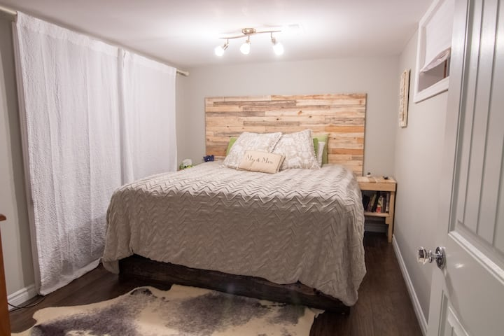 Cozy Cottage/Boho Charm 1BR Minutes From Downtown