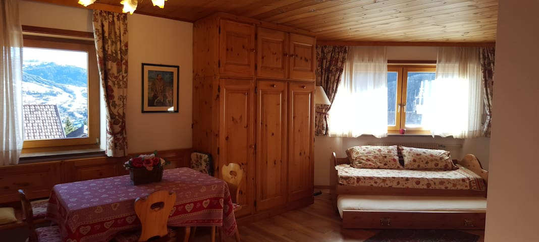 APARTMENT DOLOMITI SUPERSKI - Colfosco - Huoneisto