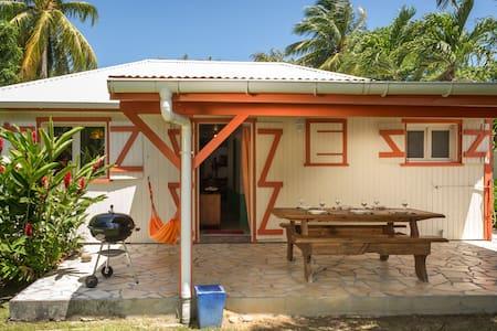 Villa Hibiscus avec piscine, 6 à 10 personnes - Pointe Noire