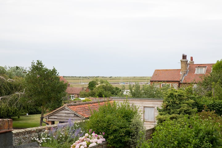 Clematis Cottage Brancaster Staithe   Dog friendly