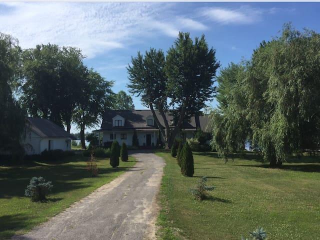 Chambre à louer dans une grande maison ancestrale.
