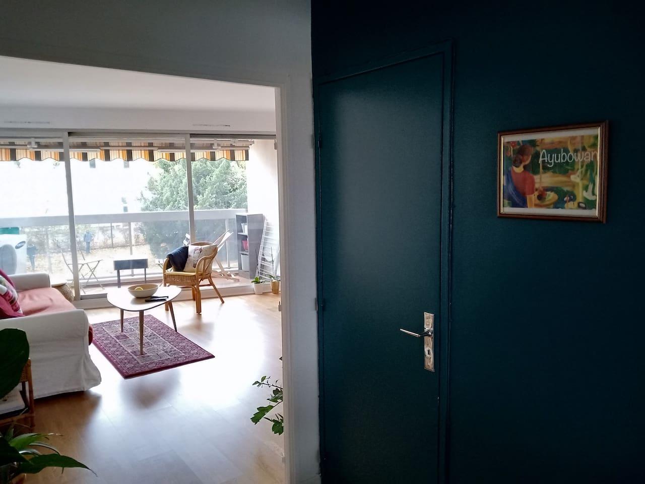 Entrée de l'appartement / Main entrance of the flat
