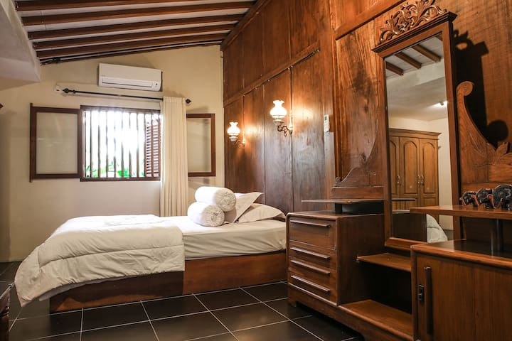 Guest Room with Ethnic Javanese Ambience