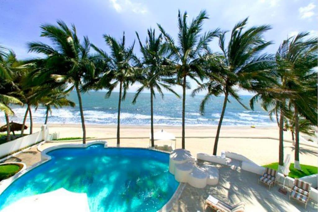 Pool, private beach and public beach below