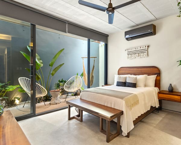 Amazing Studio with Rooftop Pool & Private Garden