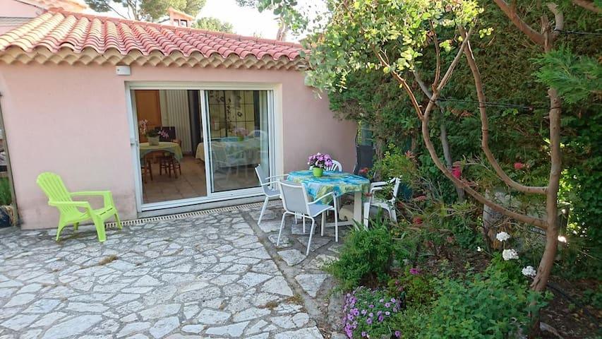 Studio terrasse Villa Le Bosquet