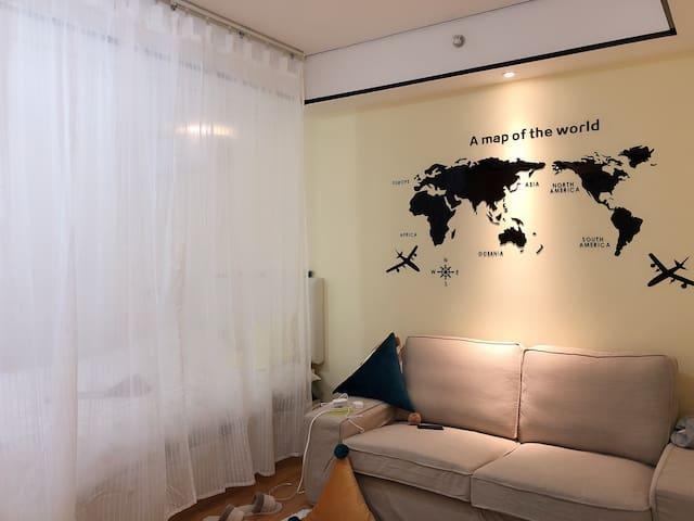 湛江万达广场/靠海/交通便利/温馨大床房