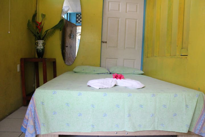 #2 Budget Double Room with Shared Bathroom