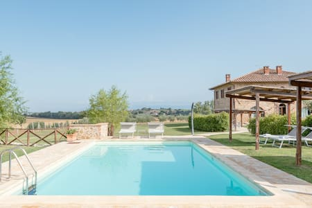 Podere Molinaccio-Luxury Tuscan-style Eco Farmhouse