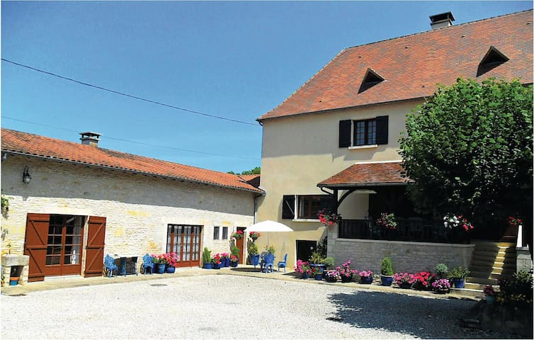 Holiday cottage with 1 bedroom on 100 m² in Gabillou