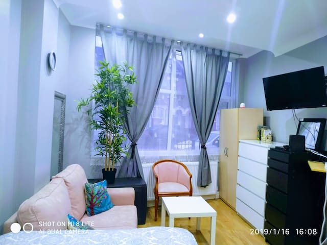 London large studio flat