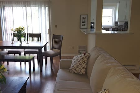 Lg, Newly Renovated 1 BR Condo Steps Fr Beach - Long Branch