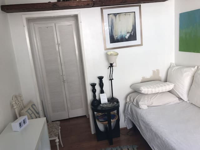 Small bright room close to UCLA top Brentwood loc.