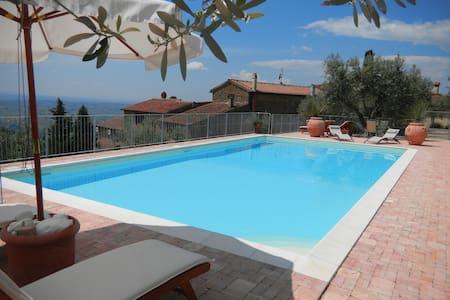 Tuscan apartment amazing view and  Pool ,Vinci