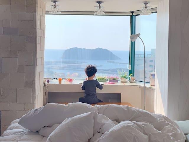 풍경맛집 -제주바다,섶섬 그리고 문섬(39평형)