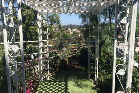 Healing garden retreat w/view+chef! - ลอสแอนเจลิส - ที่พักพร้อมอาหารเช้า