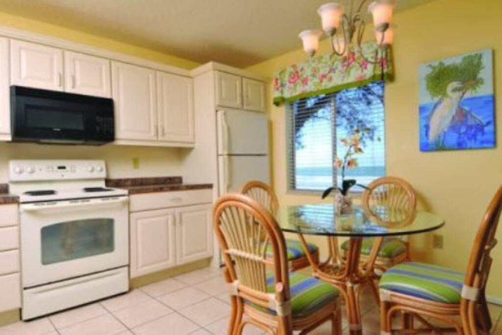 Kitchen Dining to veranda