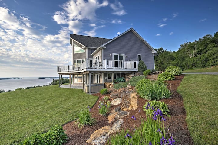 Waterfront Lake Champlain Home w/ Hot Tub & Sauna!