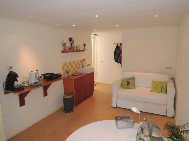 Cozy, bright studio (24m2) with private entrance