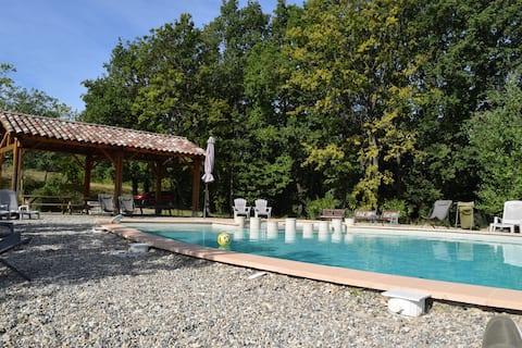 Gîte met zwembad, bos, in de Drôme: L'Auberge