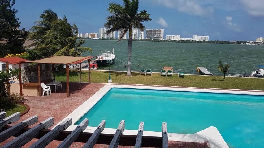 Casa barco en Zona Hotelera en Laguna Nitchupte