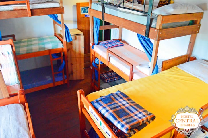 HOSTEL CENTRAL - Quarto compartilhado misto