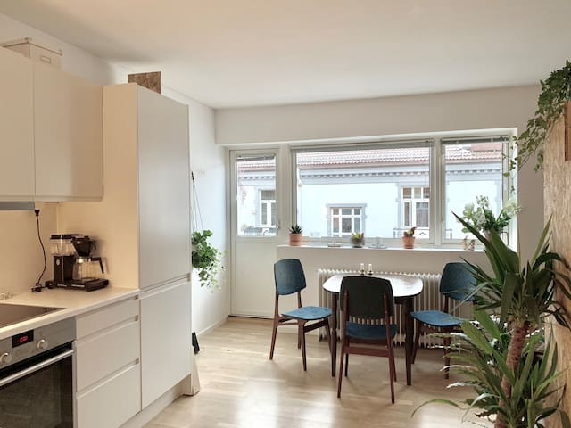 Majorstuen: Super central studio apt with balcony