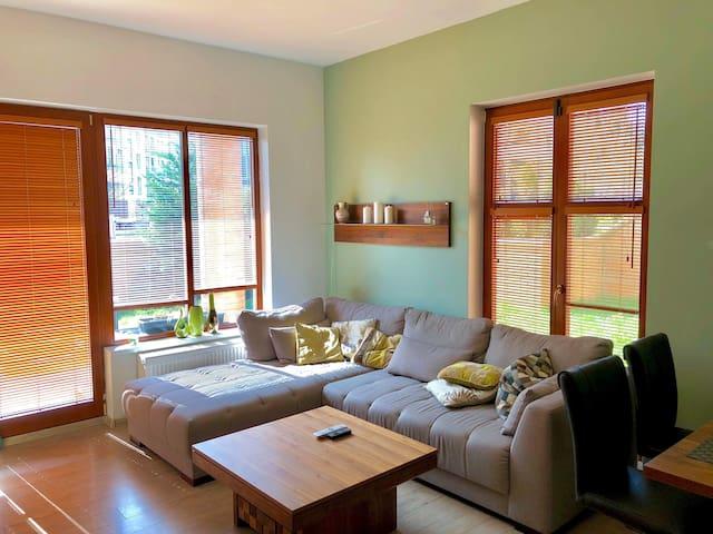 Comfortable apartment with garden, near Castle